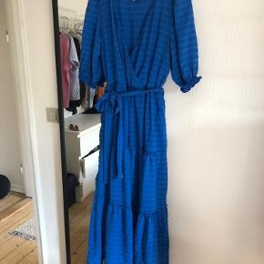 Stradivarius kjole str. M, købt på asos for 2 mdr. siden. Aldrig brugt.