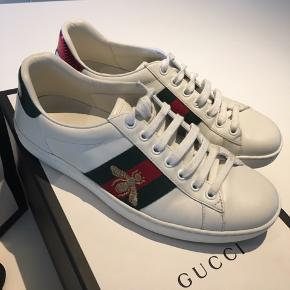 Den klassiske Gucci sneakers str 39 , brugt sparsomt i tre mdr ☺️