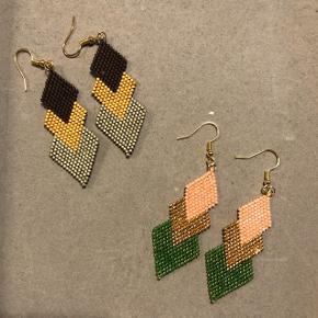 Hjemmelavede perle øreringe med Miyuki delica perler.