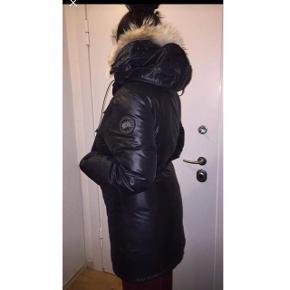 Rigtig fin og varm Canada goose jakke!  Aldrig brugt. Så fin. Kvittering haves!