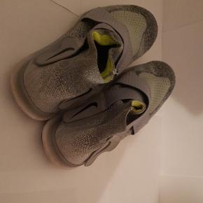 Nike løbe sko. Købt i USA. De er USA style. Byttes gerne med noget. BYD.