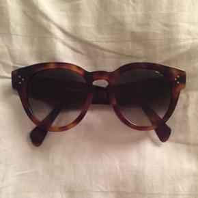 Celine thin preppy sunglasses solbriller sælges.