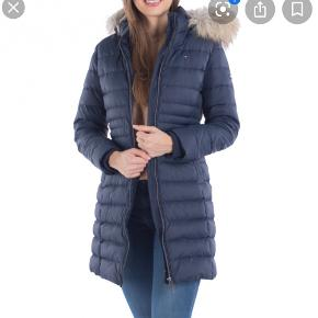 Sælger min elskede Hilfiger jakke, der er ikke synlige brugspor - den er blevet passer på
