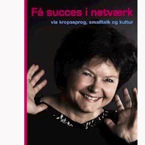 """FÅ SUCCES I NETVÆRK (udsolgt fra forlaget)  SKAB DEN GODE STEMNING!  Dygtige networkere er mere tilfredse mennesker – formodentlig, fordi de har nemmere ved at skabe succeser. Gode netværk og relationer er lig med muligheden for succes og indflydelse. Netværk er et af nutidens og fremtidens mest betydningsfulde succesparametre.   Desværre oplever mange mennesker det som en ren overlevelsesøvelse at gå ind til en reception, hvor man ikke kender nogen, eller blive opfordret til at networke, når man er på kurser og seminar.   Men det svære kan håndteres!  I bogen """"Få succes i netværk"""" fokuserer Simone Lemming Andersen på, hvorfor det er så svært at skabe kontakt til mennesker vi ikke kender og præsenterer konkrete øvelser og værktøjer der kan hjælpe den enkelte frem til at blive en aktiv og succesfuld networker.   Målet er at gøre networking til en professionel disciplin, som vi opsøger med glæde.  Værktøjerne henter - Simone Lemming Andersen - i kropssprogets psykologi, smalltalkens anatomi og den specielle danske kulturs underfundighed. - En treenighed, som forklarer og motiverer den gode networker.  KØB FLERE AF MINE BØGER OG FÅ RABAT"""