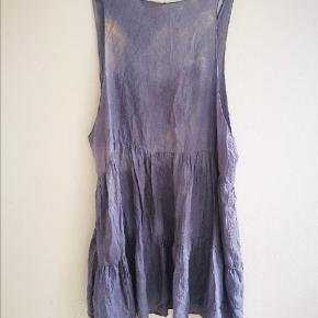 Fin silke kjole / top i grå / blåmeleret farve