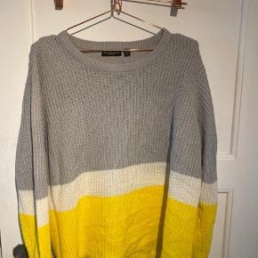 Lækker trefarvet strik trøje fra mærket BRAVE SOUL