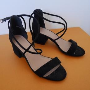 Sandaler med hæl fra New Look! Brugt én gang:)