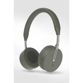 **Ny annonce, kom til at slette den gamle ved uheld** HELT NYE  Kygo A6/500 trådløse Bluetooth høretelefoner Farve: Palm (grøn/grå, army-agtig)  BYD - mindstepris 650 kr. ALDRIG BRUGT! Nypris 1600 kr. Stadig 1,5 års reklamation. Kvittering haves og medfølger.