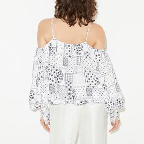 Aldrig brugt - stadig med prismærke!! Fineste top med bare skuldre fra Malene Birger 🤍🖤 yndig til et par jeans, eller en fin nederdel