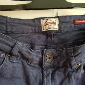 Størrelse 30/32 Fede, komfortable og lækre jeans fra Superdry.