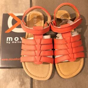 Move by Melton sandaler