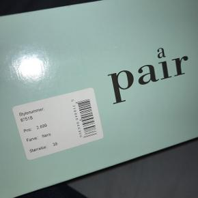 Sælger disse Apair sko hvis rette bud kommer, nypris er 2699kr. Skoene er kun brugt 2 dage indendørs