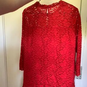 Sælger denne fine kjole fra zara. Skriv for flere billeder. Kom gerne med et bud 😊