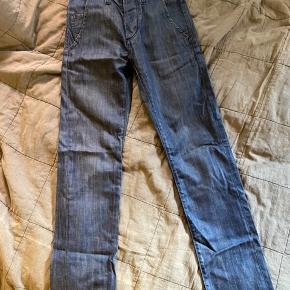 Fede jeans fra Acne i str. 25 (evt. 26) Brugt 3-4 gange 🍁  Byd gerne ☘️