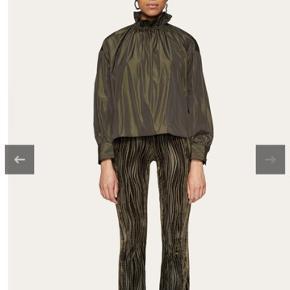 Lækker ny bluse fra Stine Goya. Det er fra den nye kollektion:) bytter ikke