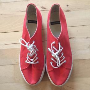 Orangerøde plateau sko fra Vagabond. Brugt et par gange.