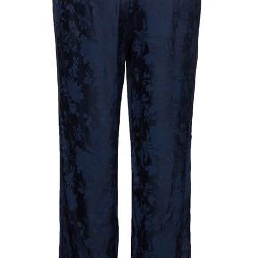 Lækre bukser - kun brugt en enkelt gang.  BYD