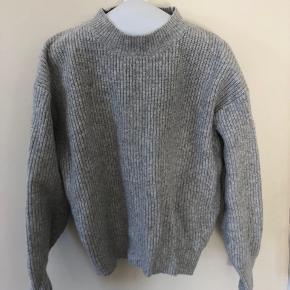 Oversize sweater. Prisen er eks fragt (fragt Ca. 30kr)