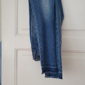 Super fede jeans. Sælges kun billigt da jeg har for mange jeans. Sender gerne :-)