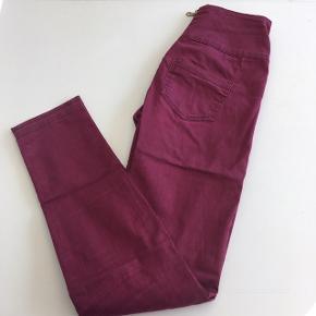 Højtaljede bukser med lynlås bagpå Str. S/M