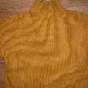 Karry-gul strik fra Monki