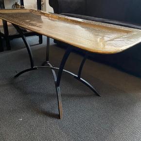 To borde, et Sofabord H 51cm. og et konsolbord H 72 cm. Prisen er pr. stk.