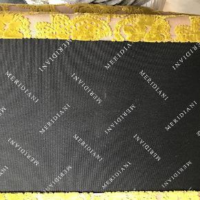 Brand: Meridiani Varetype: puf Størrelse: 95x46x55 Farve: beige/grøn Oprindelig købspris: 8800 kr.  Flot puf betrukket med stof fra designers guild stof. Jeg sender ikke, da den er stor og uhandig.