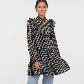 Populær kjole fra H&M i størrelse 38. Brugt få gange og er derfor som ny. Ny pris var 450 kr.
