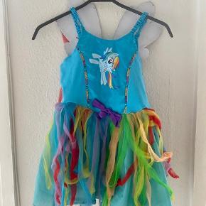My little pony rainbow dash udklædning 128  - fast pris -køb 4 annoncer og den billigste er gratis - kan afhentes på Mimersgade 111. Kbh n - sender gerne hvis du betaler Porto - mødes ikke andre steder - bytter ikke