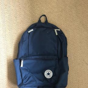 Skoletaske / rygsæk fra Converse med en slags computerrum i:)