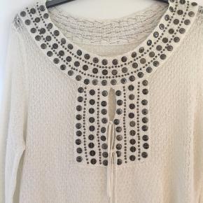 Super skøn bluse fra Munthe plus Simonsen. Den er aldrig brugt og fremstår derfor som ny