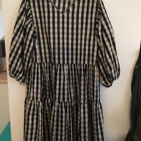 Fineste kjole. Aldrig brugt. Kan også bruges af en M :)