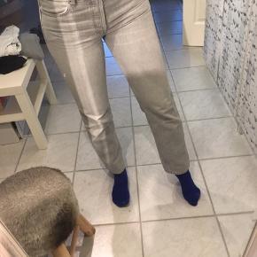 Mango jeans i grå med knapper Str 38  !!! ALT BLIVER FJERNET D 1 MAJ, OG GIVET TIL RØDEKORS OG KIRKENSKORSHÆR !!!