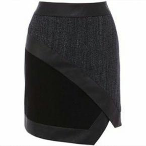 Karen Millen - Indigo Textured Skirt. Str. L. Kun brugt kort et par gange. Nypris: 1200,-