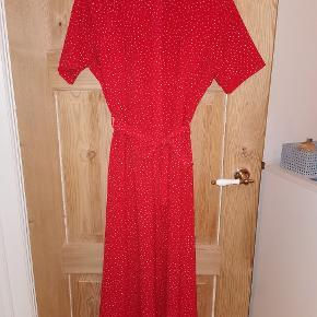 Sælger denne smukke røde kjole fra envii