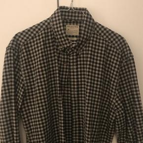 Ny pris 500 krLækker blå ternede skjorte i str L fra selected. Sælges da jeg ikke kan passe den længere