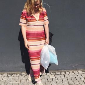 Fineste kjole fra zara, str 38. Brugt meget lidt.