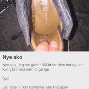 Det par sko på billedet har kun været brugt engang, ny pris 1400kr mp er 700kr   Jeg har en kæmpe sæk med støvler og stilletter i str 40/41. For den sæk 500kr   Kan sendes men det er på køberens regning og det er med gls
