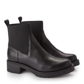 Fede nye støvler i kalve læder, nypris 849,-