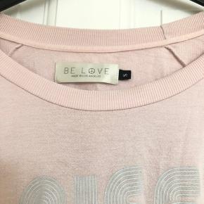Super blød yoga/homewear bluse fra BE LOVE. Købt i yogabutik på Østerbro for 600,-