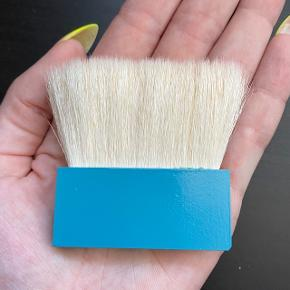 Benefit Jumbo Contour Brush. Aldrig brugt.  FAST PRIS: 50 kr. + porto