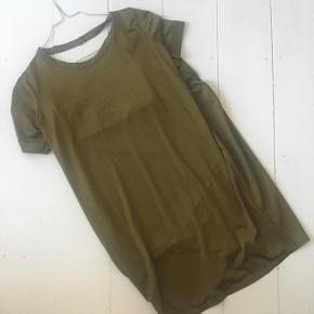 BYD GERNE 🌸 BYTTER IKKE  Flot grøn kjole med dyb ryg i størrelse 36 fra Missguided.   SENDER MED DAO OG POSTNORD 🌸 KØBER BETALER PORTO