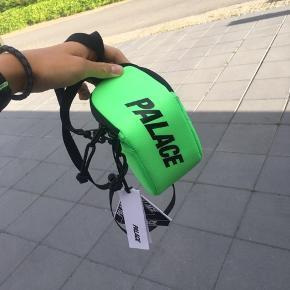 Palace shoulderbag  Cond 10/10 DSWT  Mp: 450, da det er budt  Bin: BYD!  Skriv gerne pb for spørgsmål