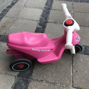 Rigtig fin scooter brugt ude. Masser af timer i den endnu. Kan tages med til Esbjerg.
