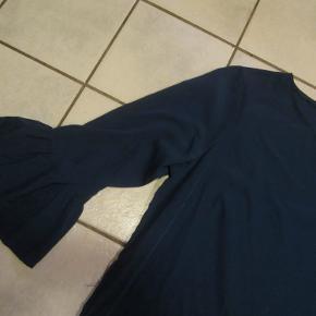#Secondchancesummer  Flot petroliumsfarvet tunika i glat kvalitet fra VRS