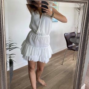 Lækker kjole fra designers remix Np er 1500kr, kun brugt 1 gang Sælges for 1000kr - ellers BYD