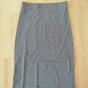 Stram grå nederdel
