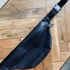 RAINS bæltetaske