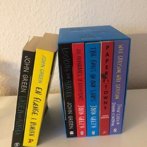 Helt fantastiske John Green bøger, som jeg har nydt at læse i mine teenageår. De fejler absolut ingenting!  John Green Collection (den blå boks) er engelske udgaver - de to andre er danske 😀  Køb dem alle for 85kr eller Collection for 60kr og 25kr pr styk for de danske udgaver.