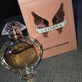 Paco Rabanne Olympea 30 ml. Brugt lidt af den - se billede 😊  Fik den omkring jul, så den dufter som den skal.